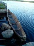 Un barco hecho de un trank entero del árbol foto de archivo libre de regalías