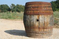 Un barilotto di vino al sole immagini stock libere da diritti