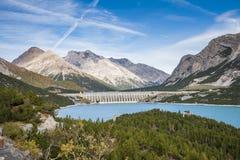 Un barrage dans les alpes Images stock