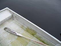 Un bateau à rames image stock