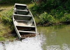 Un bateau abandonné Photos libres de droits