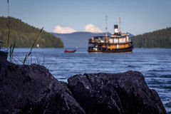 Un bateau converti de traction subite en Alaska Photos libres de droits