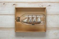 Un bateau de navigation Photos stock