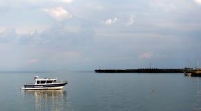 Un bateau de police images libres de droits