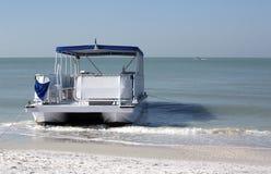 Bateau de ponton Photos libres de droits
