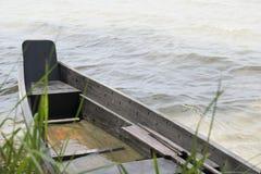 Un bateau en bois images libres de droits