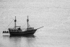 Un bateau en mer Photographie stock