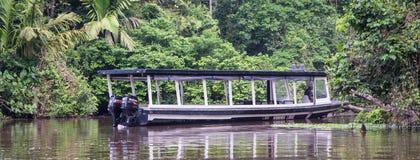 Un bateau en parc national de Tortuguero Image stock