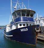 Un bateau fonctionnant attaché au port du valdez Images stock