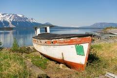 Un bateau historique d'excursion sur l'affichage à l'atlin Images stock
