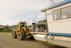 Un bateau-maison étant lancé sur un lac dans du nord avant Jésus Christ Photo stock