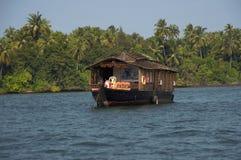 Un bateau-maison, Tarkarli, secteur de Sindhudurga de maharashtra, Inde images stock