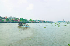 Un bateau sur le canal Photos stock