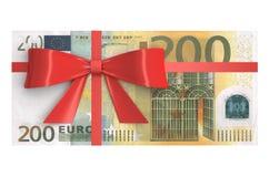 Un batuffolo di 200 euro banconote con l'arco rosso Immagine Stock
