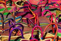 Un bazar des paniers colorés Photographie stock libre de droits
