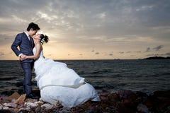 Un beau couple embrasse Photos libres de droits