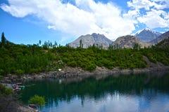 Un beau lac dans le skardu Images libres de droits