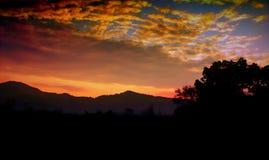 Un beau lever de soleil épique coloré Image libre de droits