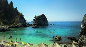 Un beau paradis dans le village de la Grèce Parga photographie stock
