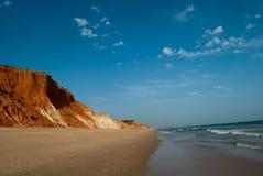 Un beau paysage d'une plage abandonnée sur l'Océan Atlantique en Espagne du sud photo libre de droits