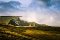 Un beau paysage de montagne en montagnes carpathiennes Photographie stock