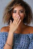 Un beau portrait de femme de couleur Examine l'émotion photo libre de droits