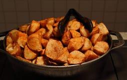 Un beau pot de pommes de terre frites photos libres de droits