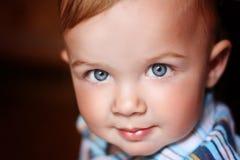 Un bebé sonriente hermoso Foto de archivo libre de regalías