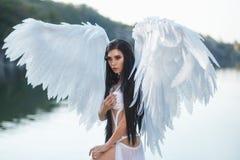 Un bel archange blanc photographie stock