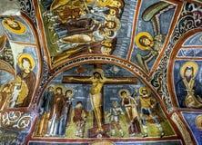 Un bello affresco che mostra la crocifissione di Cristo al museo dell'aria aperta a Goreme in Cappadocia in Turchia fotografia stock