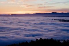 Un bello colpo delle nuvole da sopra fotografia stock libera da diritti