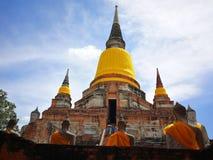 Un bello delle pagode del tempio della Tailandia e dello statuto di Buddha in quel paese storico anziano del ` s Tailandia fotografia stock