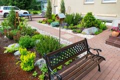 Un bello giardino domestico immagine stock libera da diritti