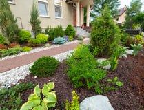 Un bello giardino domestico fotografia stock