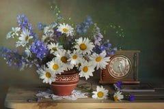 Un bello mazzo dei wildflowers fotografie stock