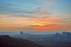 Un bello paesaggio con la città Fotografia Stock Libera da Diritti