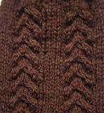 Un bello primo piano di un modello tricottato caldo Filato di lana naturale delle pecore immagine stock libera da diritti