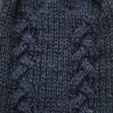 Un bello primo piano di un modello tricottato caldo Filato di lana naturale delle pecore immagini stock libere da diritti