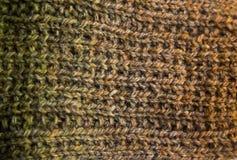 Un bello primo piano di un modello tricottato caldo Filato di lana naturale delle pecore fotografie stock libere da diritti