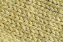 Un bello primo piano di un modello caldo e molle lavorato a mano della lana Calzini o sciarpa molli di lana naturale Fotografie Stock