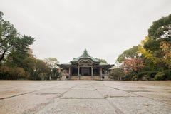 Un bello tempio giapponese fra gli alberi nella stagione di autunno Fotografie Stock Libere da Diritti
