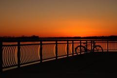 Un bello tramonto arancione caldo Fotografie Stock