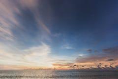 Un bello tramonto sulla spiaggia Fotografie Stock Libere da Diritti
