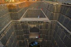 Un ben costruito antico nel XV secolo, Naktya Rawalachi Vihir, Karad, maharashtra, India Immagini Stock