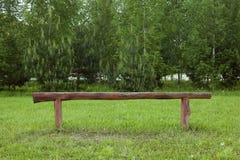Un benche sul campo di football americano fotografia stock
