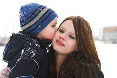 Un beso grande para la mama foto de archivo