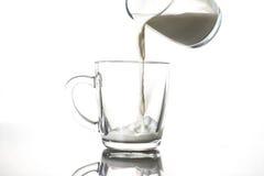 Un bicchiere di latte Immagini Stock