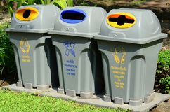 Un bidone della spazzatura separato permette la separazione facile di spreco Immagine Stock Libera da Diritti