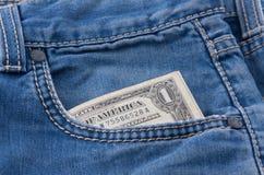 Un billet d'un dollar dans une poche Images libres de droits