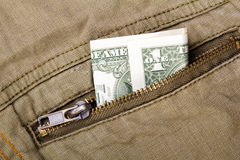Un billet d'un dollar dans une poche Photos libres de droits